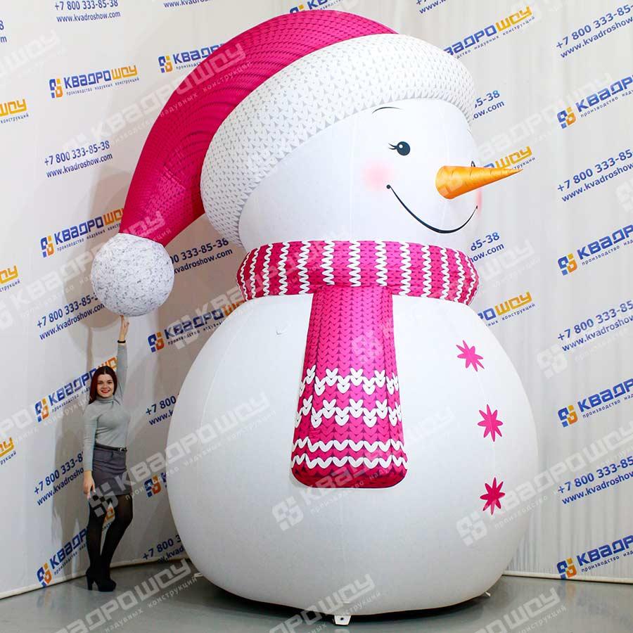 Снеговик в розовой шапочке