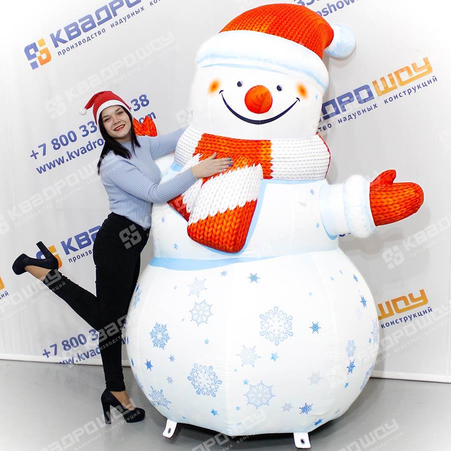Надувная фигура Снеговик со снежинками