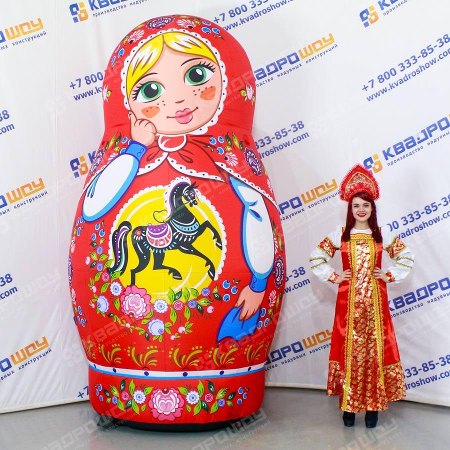 Надувная фигура блондинка Матрешка с городецкой росписью