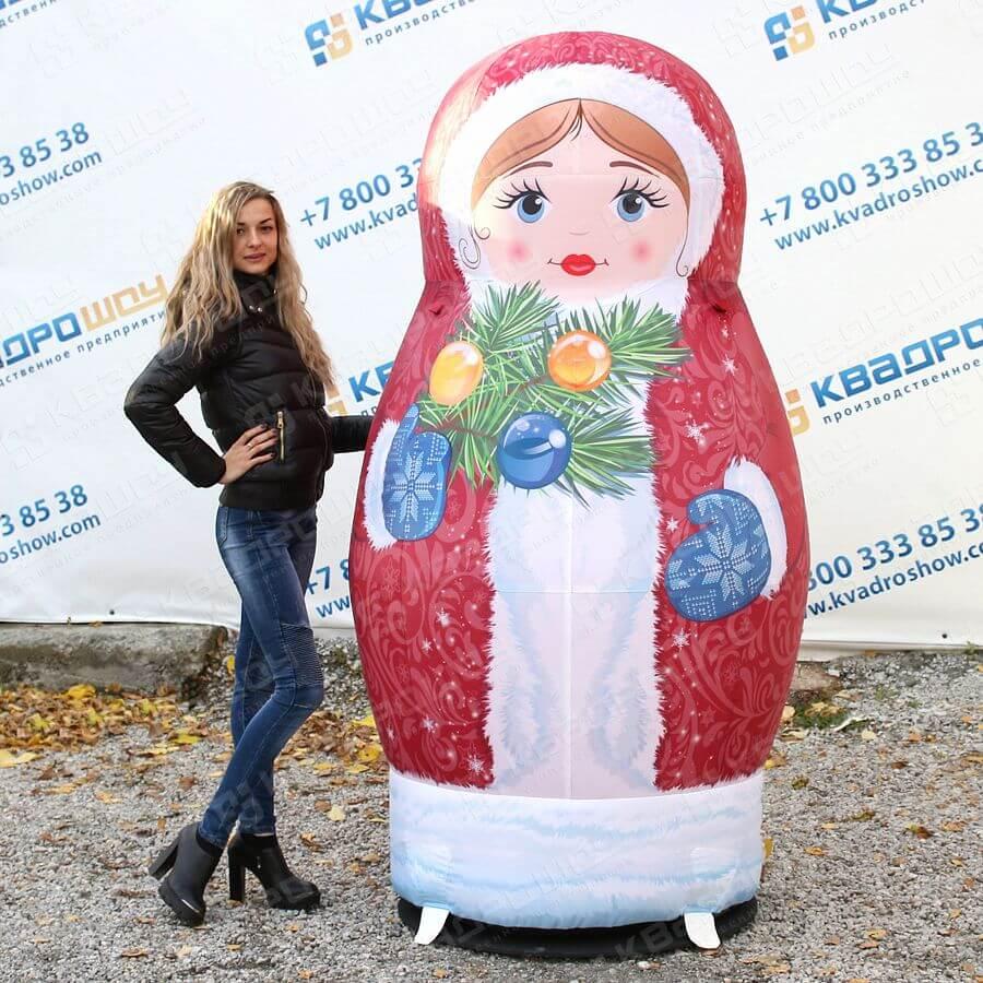 Надувная фигура матрёшка Снегурочка в красном наряде