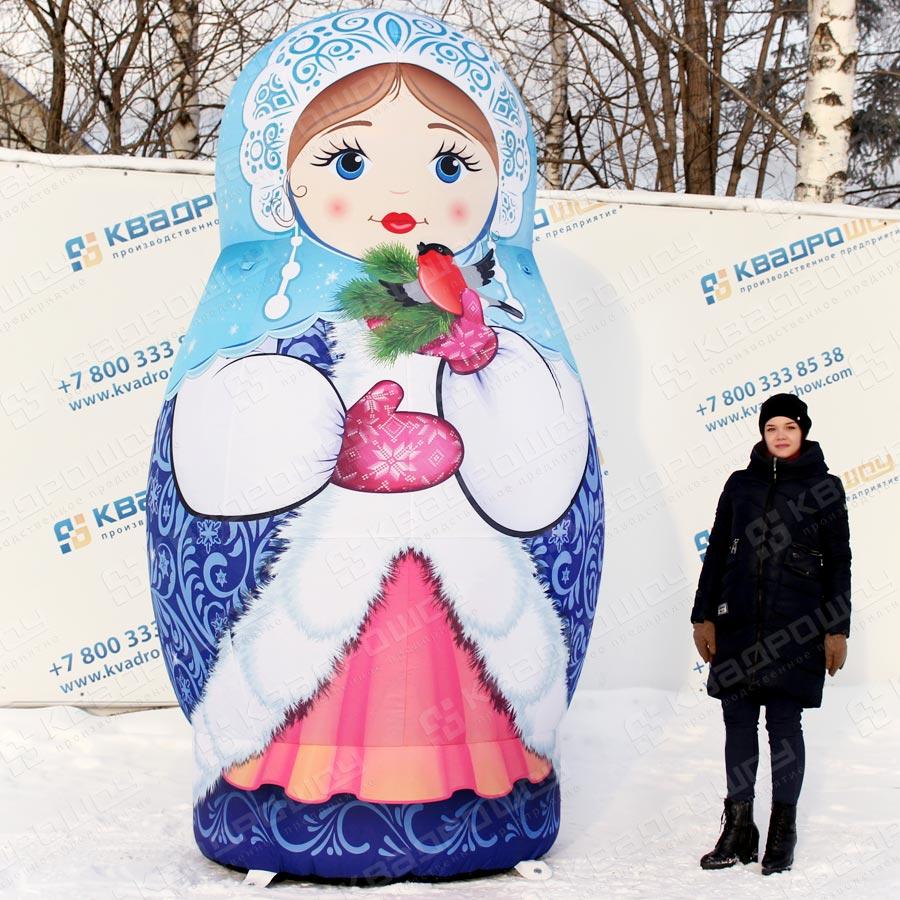 Надувная фигура матрёшка Снегурочка в синем наряде