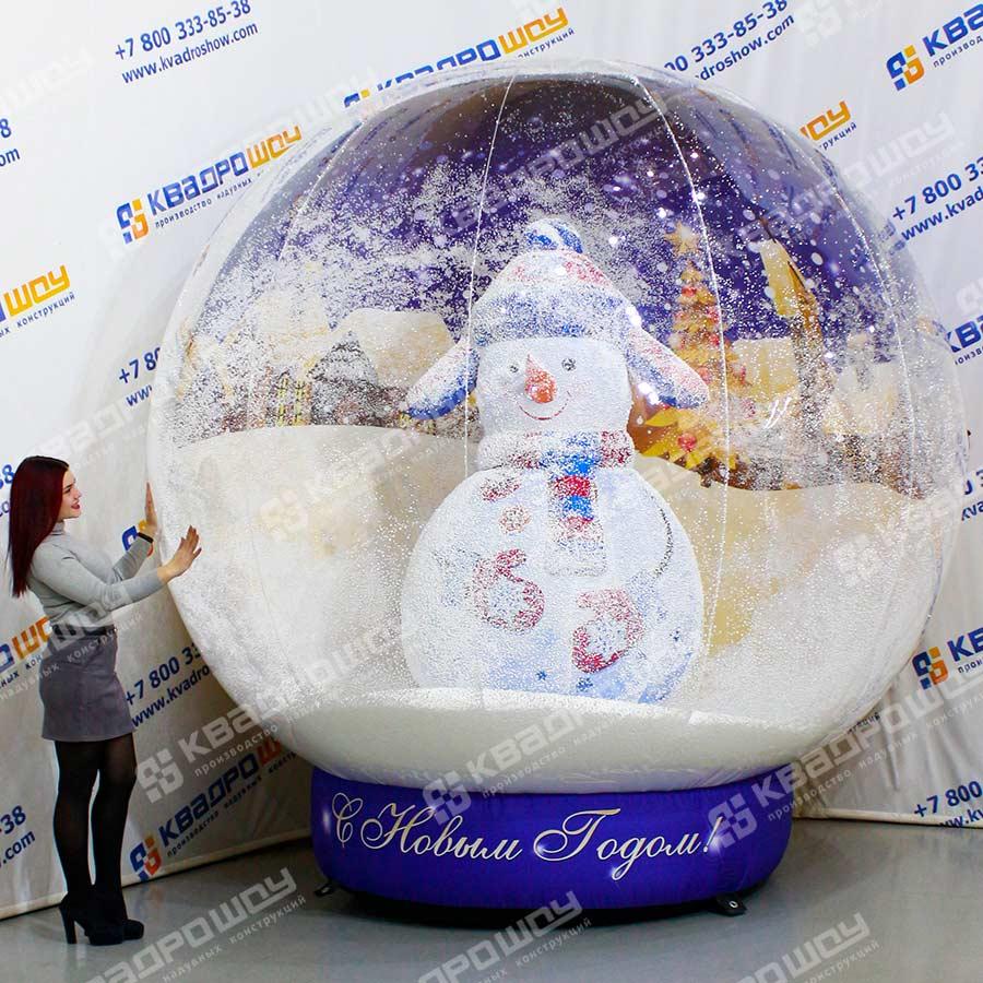 Шар игрушка с синим снеговиком с эффектом снег