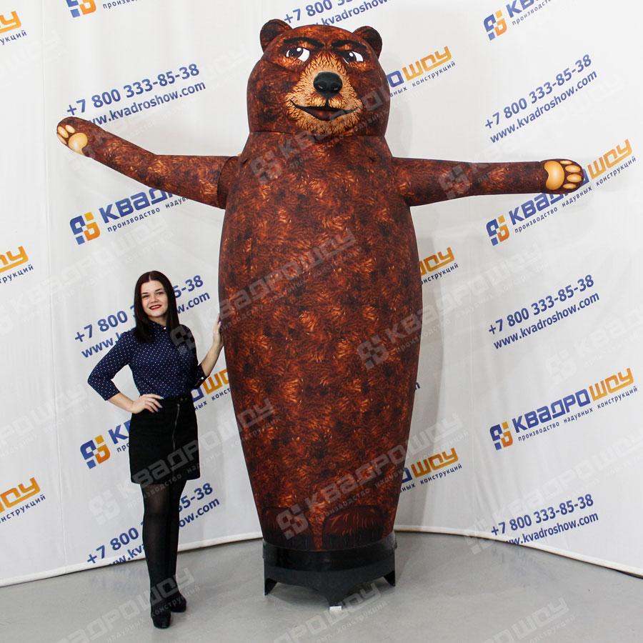 Надувной Медведь машет лапой