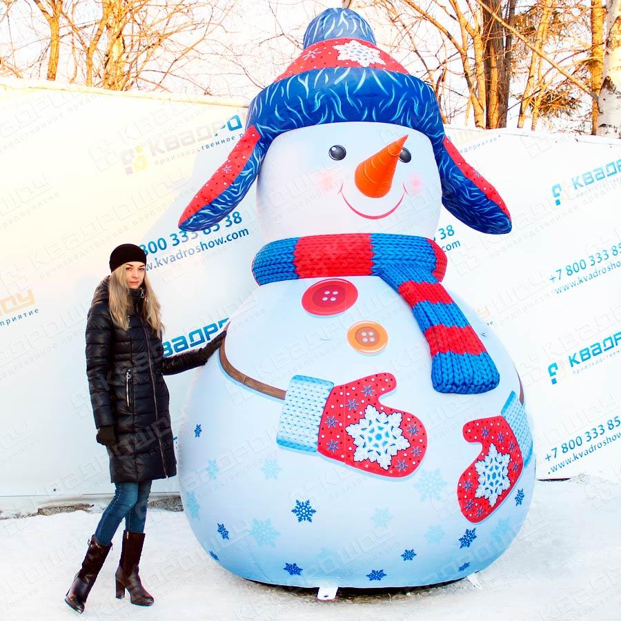 Надувная фигура Снеговик в синей ушанке