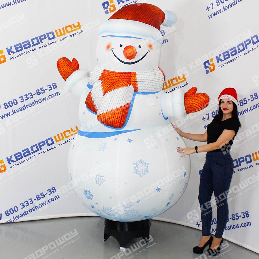 Надувная фигура Снеговик со снежинками на подставке