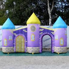 надувная арка в виде замка с башенками