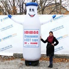 надувная бутылка молока с машущей рукой на заказ