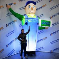 надувная рекламная фигура аэромен с машущей рукой