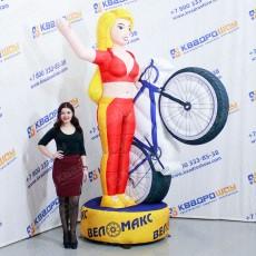 Надувная девушка с велосипедом