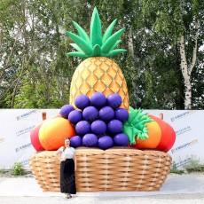 Огромная корзина с надувными фруктами