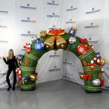 Новогодняя декорация надувная арка