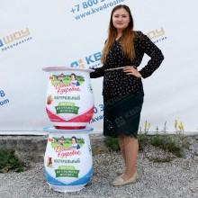 Большая копия банок йогурта