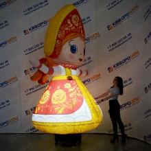 Надувная фигура с машущей рукой Девочка в сарафане с подсветкой