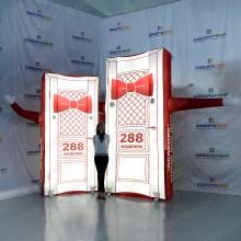 надувная фигура дверь красного цвета с подсветкой