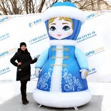 надувная объемная уличная фигура Снегурочка в синем наряде