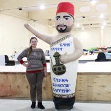 надувная фигура с машущей рукой для рекламы сауны и бани
