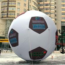 Огромный рекламный футбольный мяч