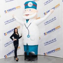 Надувной Доктор для рекламы аптеки