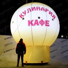 Надувной рекламный шар на опоре в темноте с подстветкой