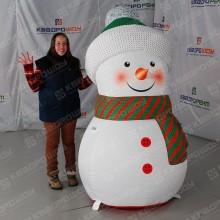 Маленький надувной Снеговик в зеленом шарфе