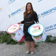 Огромные муляжи баночек йогурта