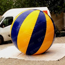 Надувная конструкция огромного мяча