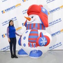 Фигура снеговик в варежках и шапке ушанке