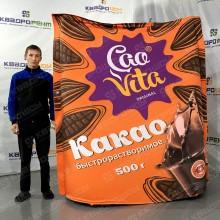 Огромная надувная фигура в виде пачки какао