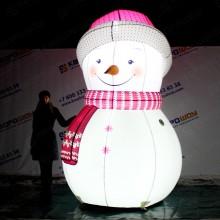 светящийся снеговик в розовом