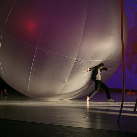 Большой надувной шар