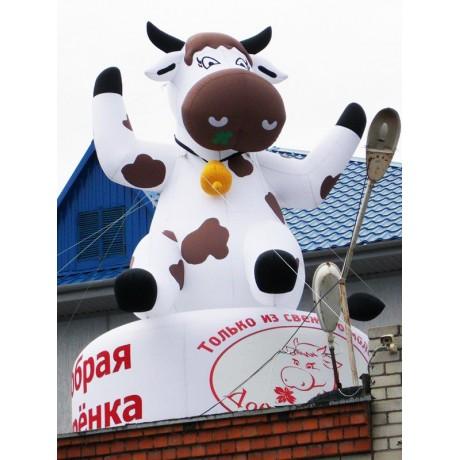 Надувная фигура коровы