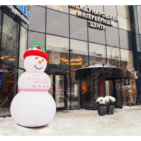 Надувная фигура снеговика в шапке