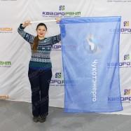 Флаг с логотипом на синем фоне