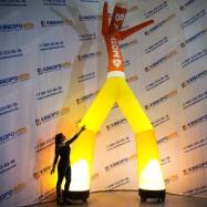 Танцующая уличная реклама Аэромен