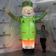 Надувная фигура доктор будь здоров 3м зеленый с подсветкой