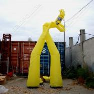 Танцующая надувная фигура в работе