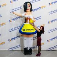 Надувная фигура Девушка брюнетка с кружкой пива