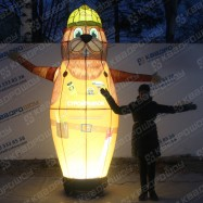 Надувная игрушка бобер в каске с машущей рукой и подсветкой