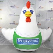 Надувная конструкция белая курица на заказ