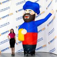 надувная рекламная фигура брутальный повар с бородой
