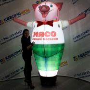 надувная рекламная конструкция свинка с машущей рукой