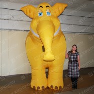 Ходячая реклама Слон