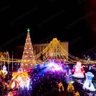 надувные новогодние фигуры с подсветкой для оформления городской площади