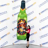 огромная надувная рекламная бутылка с черепами