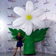 Надувной цветок с эффектом раскрытия