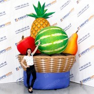 гигантские муляжи фруктов и овощей