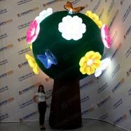 гигантское воздушное цветочное дерево