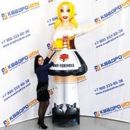 Девушка с кружкой пенного объемная реклама
