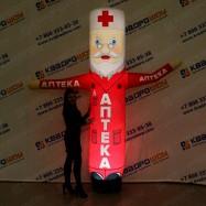 Супергерой в плаще надувной защитник