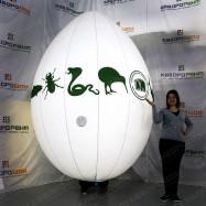 Надувная конструкция яйцо на подставке с подсветкой
